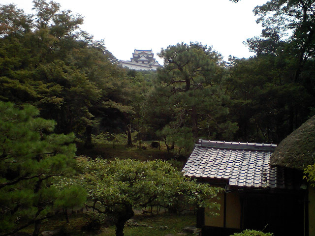 一服場所から望む彦根城